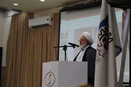 امام جمعه یزد: خیران استان در تقویت حوزه های علمیه نقش آفرین باشند