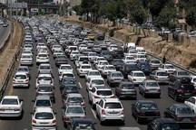 ترافیک در همه محورهای استان قم نیمه سنگین و روان است