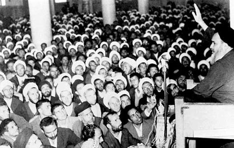 علت ناراحتی امام در روزهای آغازین آبان ماه سال 43 چه بود؟/آیا اطرافیان امام از موضعگیری ایشان نسبت به کاپیتولاسیون باخبر بودند؟