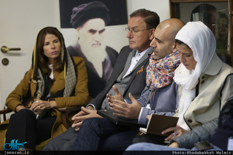 دیدار  گردشگران آلمانی و اتریشی با حجت الاسلام والمسلمین دکتر مقدم