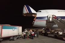 بوینگ 747 ارتش اولین محموله 70 تنی  غذا را به خوزستان رساند