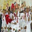 پرچم عمان در جشن قهرمانی بازیکنان قطر!+ فیلم