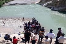 حادثه غرق شدن 9 دانش آموز در رودخانه جاجرود  سوراخ شدن قایق بادی و فرورفتن داخل آب