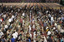 377 هزار روزه دارسر سفره رضوی افطار می کنند