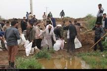 ساکنان شاوور در جدال تنگاتنگ با سیلاب