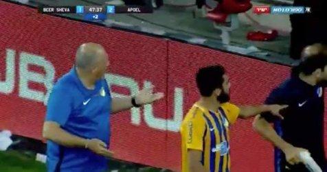 هواداران صهیونیستی به بازیکن اردنی حمله کردند