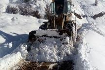 تنها نیمی از جاده روستای گرفتار در برف نکا بازگشایی شد