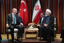 روحانی: ایران از حضور و مشارکت سرمایه گذاران و شرکتهای ترکیه ای در روند پیشبرد پروژه های خود استقبال می کند/ اردوغان: برای مقابله با تحریم ها، دست در دست و در کنار شما خواهیم بود