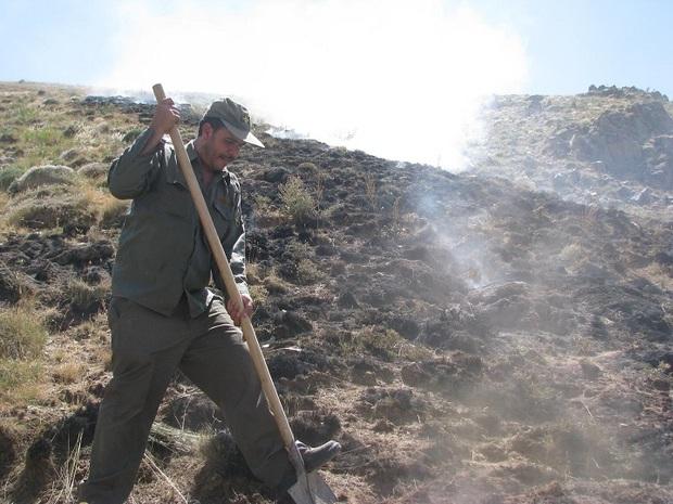 اطفاء حریق در مراتع منطقه حفاظت شده «یای قاری» در شهرستان سراب