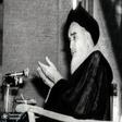 آرامش امام حتی به هنگام آتش گرفتن سیم های میکروفن و نزدیک شدن آتش به وی