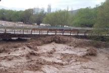 سیلاب در طالقان راه 5 روستا را مسدود کرد
