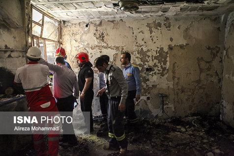 بیرون آوردن پنج مجروح زنده از مجتمع سوخته در اهواز
