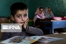 کمک هشت میلیارد ریالی نیکوکار کرجی به دانش آموزان نیازمند