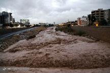 شهروندان و مسافران نوروزی شیراز خیابان های مجاور رودخانه خشک را تخلیه کنند