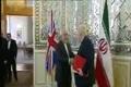 تذکر ظریف به پوشش مقام انگلیسی در دیدار وزرای خارجه ایران و انگلیس در تهران