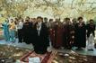 صف اول نماز جماعت نوفل لوشاتو و گله بعضی از افراد از اشغال جایشان/واکنش امام دربرابر آنان چه بود؟
