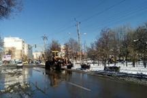 عملیات برفروبی معابر شهری اردبیل ادامه دارد