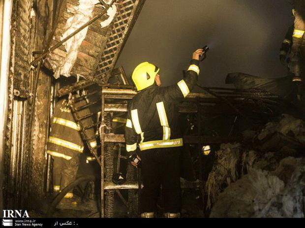 یک خانه قدیمی در میدان امام حسین تهران در آتش سوخت