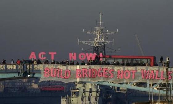 پل بساز نه دیوار