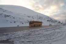 جاده های استان تهران به علت بارش برف و باران لغزنده است