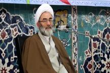 دلسوزترین شخصیت نسبت به ایران رهبری است  سر سفره خونهای پاکی نشستهایم که برای حیات نظام ریخته شد