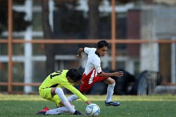 رقابت های فوتبال لیگ پرشین کشور در شیراز آغاز شد