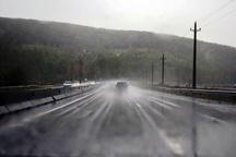 بارش باران جاده های کردستان را لغزنده کرده است