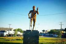 تندیس دونده المپیکی تربت حیدریه در میدان این شهر نصب شد