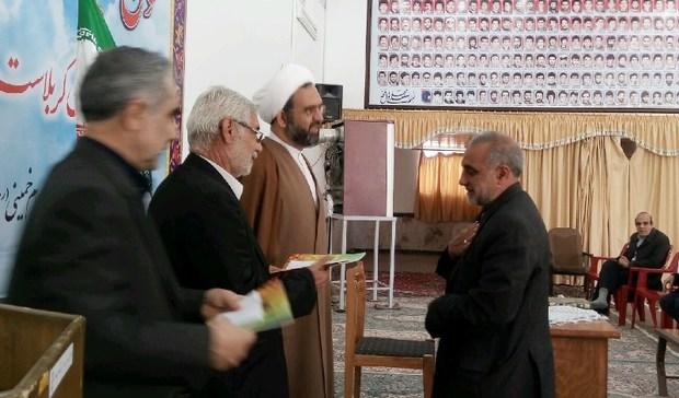 خانوادههای شهدا و ایثارگران مهریز تجلیل شدند