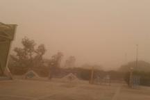 گرد و خاک غلیظ آسمان گذرگاه چذابه را تیره کرد