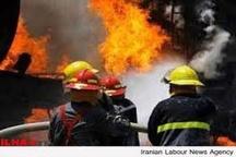 آتشسوزی گسترده در پارکینگ ساختمان مسکونی  گرفتار شدن بانوی میانسال در میان دود و آتش