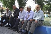 بازنشستگان زنجانی ماهانه 300 میلیاردریال حقوق می گیرند