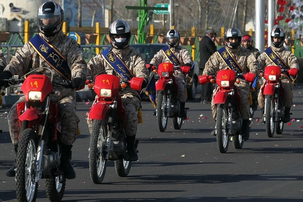 رژه موتور سواران به مناسبت 12 بهمن در بوکان برگزار شد