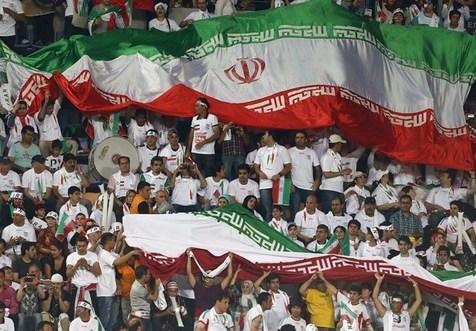 گردهمایی بزرگ ایرانیها در سنپترزبورگ برای حمایت از تیم ملی