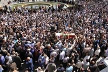 مراسم تشییع پیکر استاندار اسبق گیلان در رشت برگزار شد