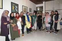 هنرنمایی دختران نقاش انزلی در نمایشگاه گروهی
