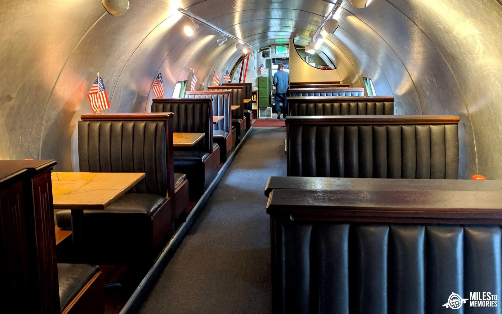 با عجیبترین رستورانهای جهان آشنا شوید؛ از توالت تا هواپیما