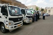 8 دستگاه خودرو حمل زباله نیمه سنگین تحویل دهیاریهای استان شد