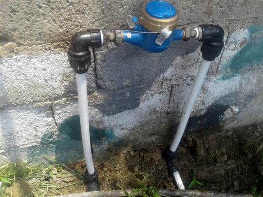 تعویض کنتورهای معیوب و استاندارد سازی 260 انشعاب آب مشترکان آبفای صومعه سرا
