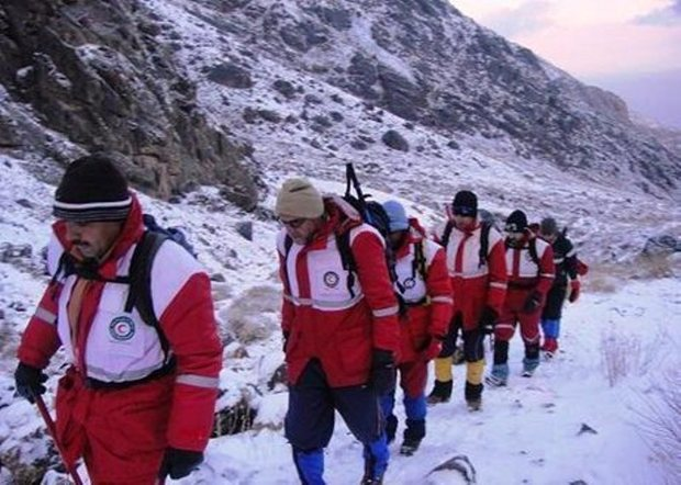 جسد یکی از حادثه دیدگان سقوط از ارتفاعات کوهرنگ پیدا شد