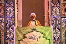 خروج از خط امام و رهبری باعث خوشحالی دشمن می شود