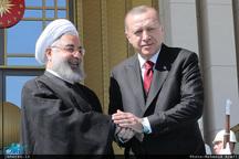 روحانی: ایران و ترکیه در کنار یکدیگر میتوانند مسائل و مشکلات منطقه و جهان اسلام را به خوبی حل و فصل کنند/ اردوغان: توسعه روابط و همکاریهای ایران و ترکیه به نفع دو ملت و منطقه است