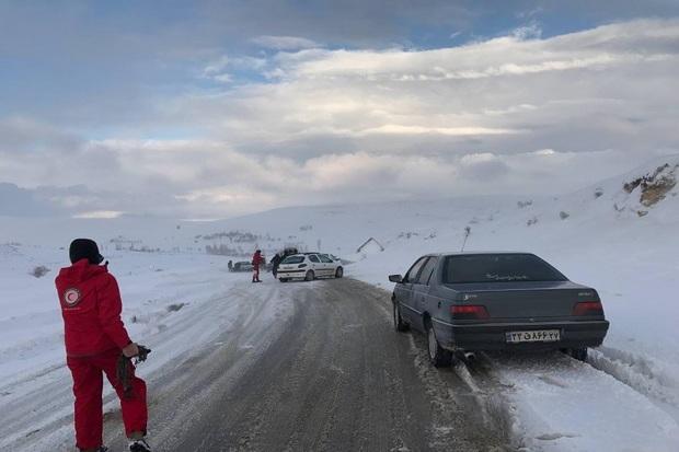 بیش از 70 مسافر گرفتار در برف و کولاک سردشت نجات یافتند