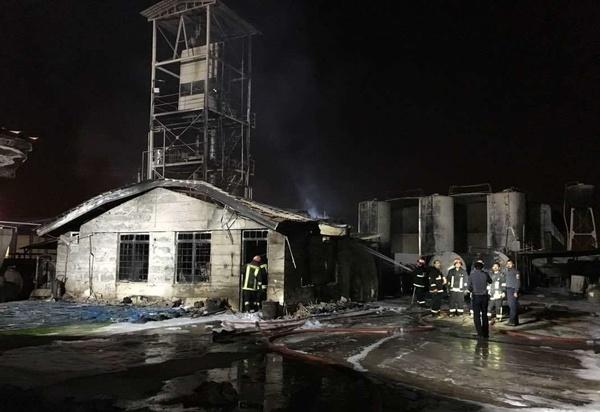 آتشسوزی در کارخانه تولید چسب و فوم شهرک صنعتی شیراز  حادثه تلفات جانی نداشت