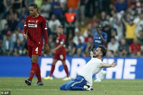 جیمی جامپ متفاوت در سوپرکاپ فوتبال اروپا + عکس