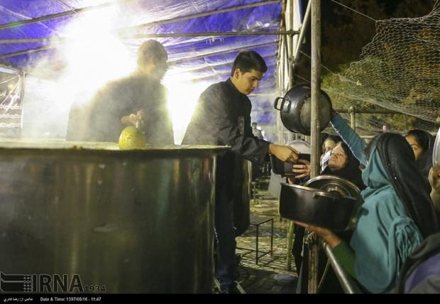 84 تن آش نذری ویژه 28 صفر در شیراز پخته و توزیع شد