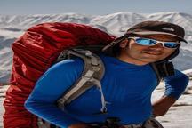کوهنورد زنجانی بر فراز قله 8516 متری لوتسه ایستاد