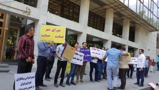خیابان بهشت همچنان محل تجمع پیمانکاران شهرداری تهران