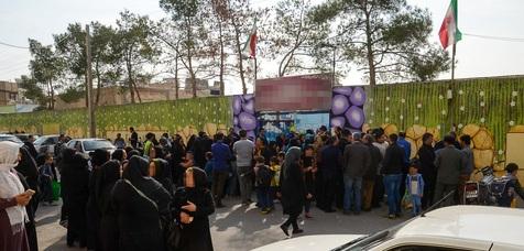 خانوادههای دانش آموزان قربانی تعرض جنسی مدرسهای در اصفهان تجمع کردند+ تصاویر