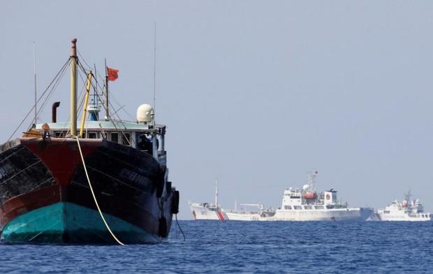 توقیف 2 کشتی صید ترال در آب های استان بوشهر توسط سپاه